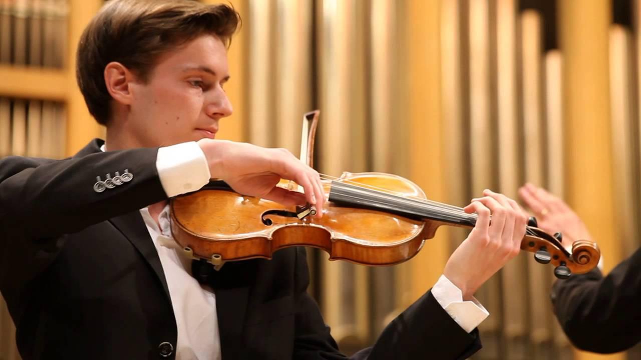 Maxime, solist